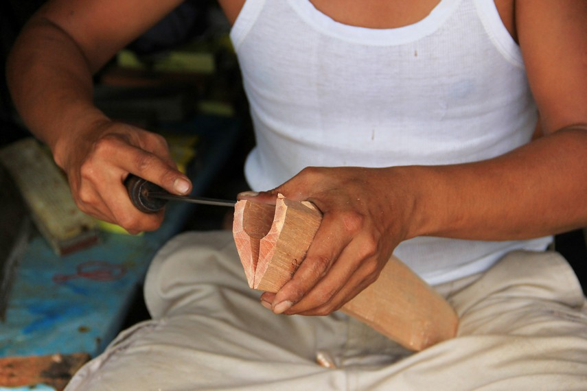 Di tangan pengepul, Kudhok yang sudah terbentuk akan diberi sarung dan tampuk untuk kemudian dipasarkan