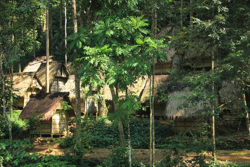 Alamnya yang subur dan berlimpah mempermudah suku ini dalam menghasilkan kebutuhan sehari-hari