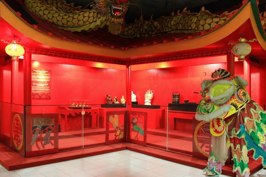 Tidak hanya budaya melayu dan dayak saja yang ada di museum ini namun juga kebudayaan Tionghoa