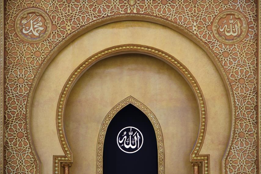 Masjid kebanggaan warga Pontianak ini ramai dikunjungi saat shalat taraweh, shalat ied, dan shalat Jumat