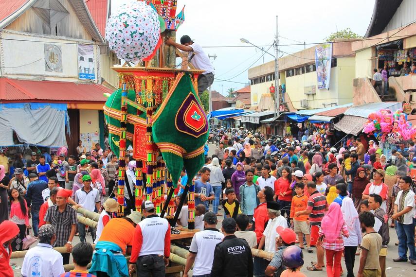 Pelaksanaan Tabuik Naik Pangkek biasanya digelar bertepatan dengan 10 Muharram