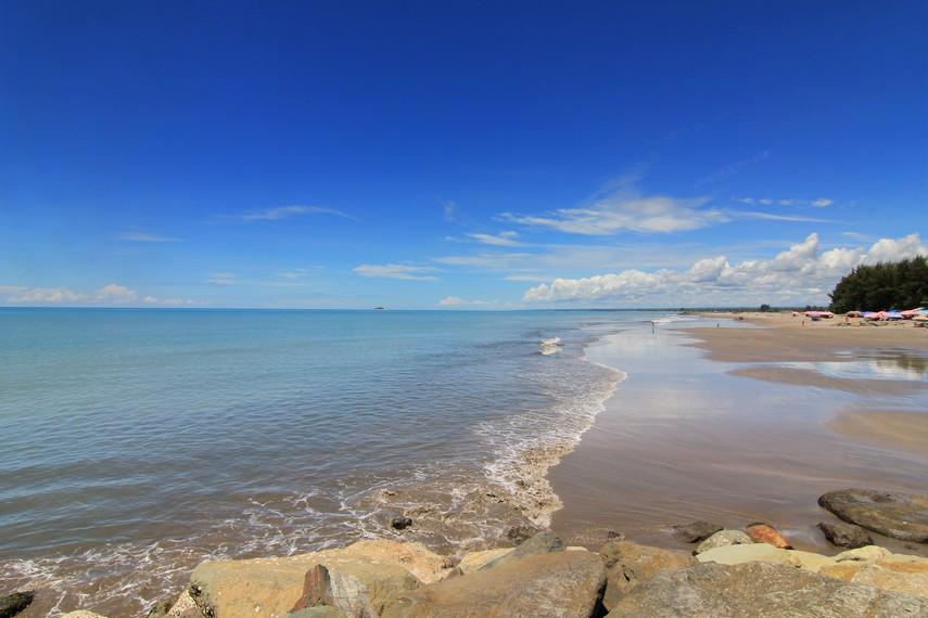 Posisi yang strategis, panorama indah dan kontur yang landai menyatu di Pantai Gandoriah