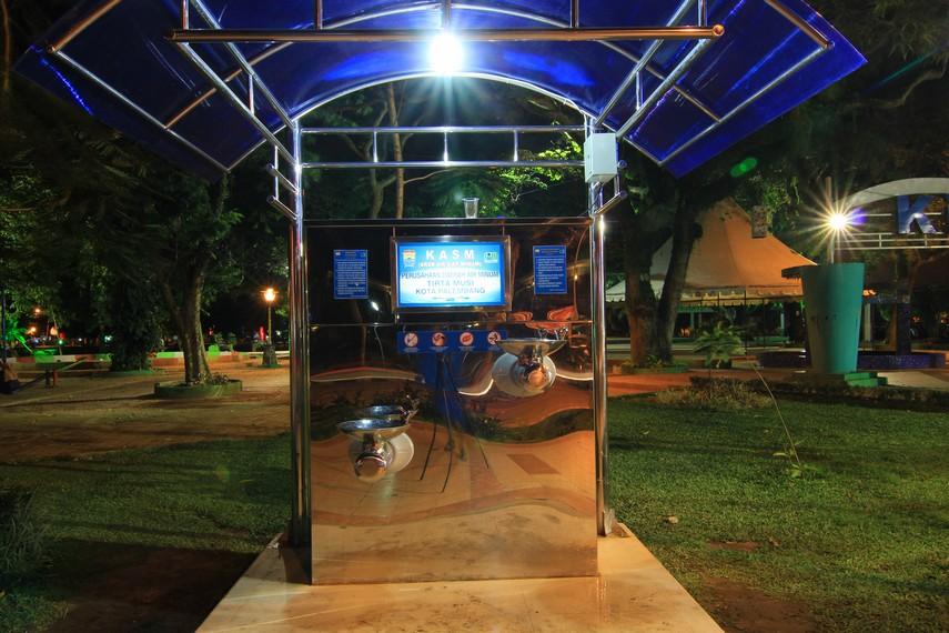 Keran Air Siap Minum, salah satu fasilitas yang ada di Taman Kambang Iwak