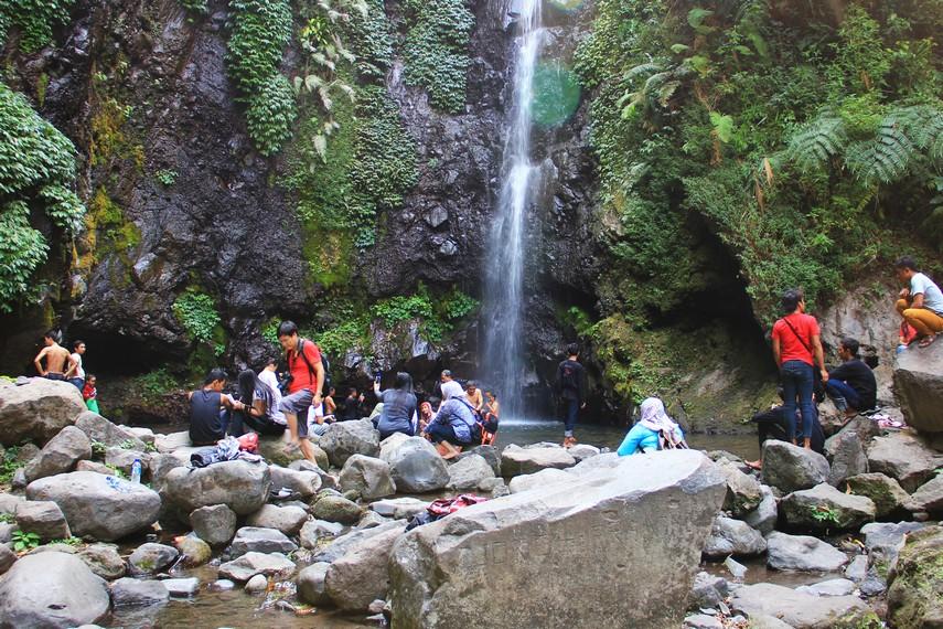 Curug Kakek Bodo menjadi salah satu pilihan destinasi liburan favorit bagi keluarga yang mendambakan keindahan alam di kawasan sejuk