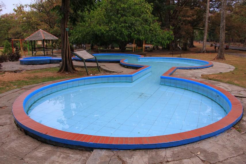 Kolam pemandian anak menjadi salah satu fasilitas yang disediakan untuk pengunjung Kebun Raya Purwodadi