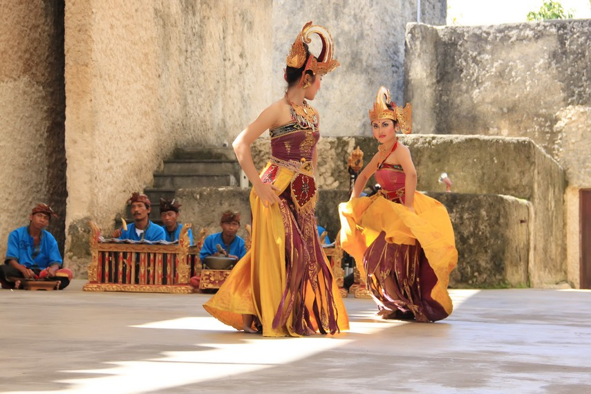 Tari ini juga menjadi sarana representasi nilai budaya lokal Bali kepada penikmat seni dan masyarakat awam