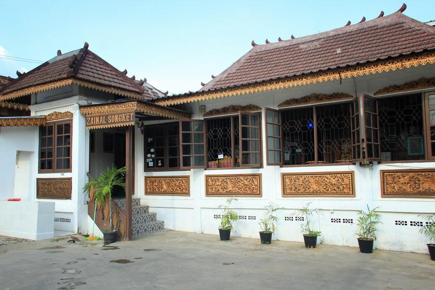 Zainal Songket merupakan salah satu merk dagang kain songket yang ada di Palembang