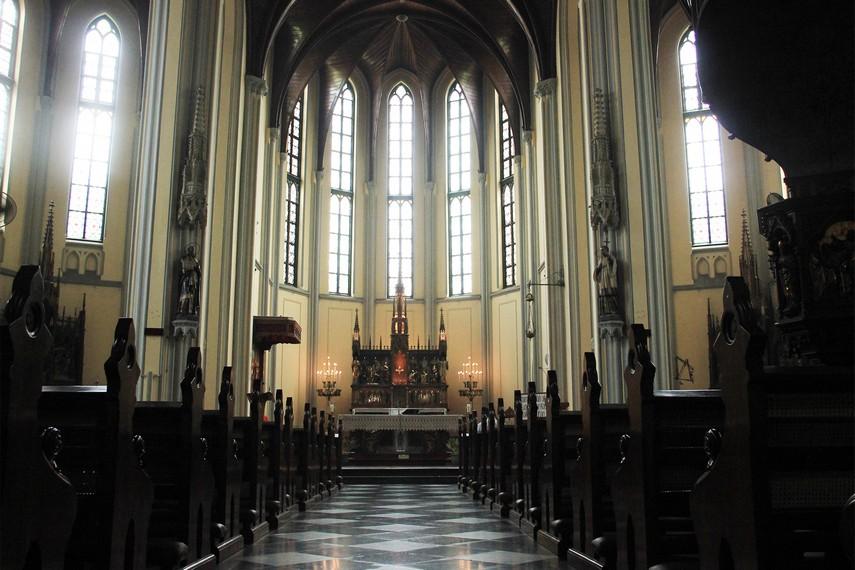 Gereja Katedral mampu menampung jemaat hingga lebih dari 500 orang