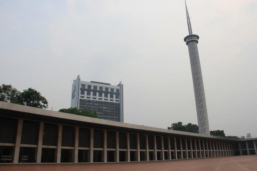 Menara masjid Istiqlal mempunyai ketinggian 6.666 cm, simbol dari jumlah ayat dalam Alquran