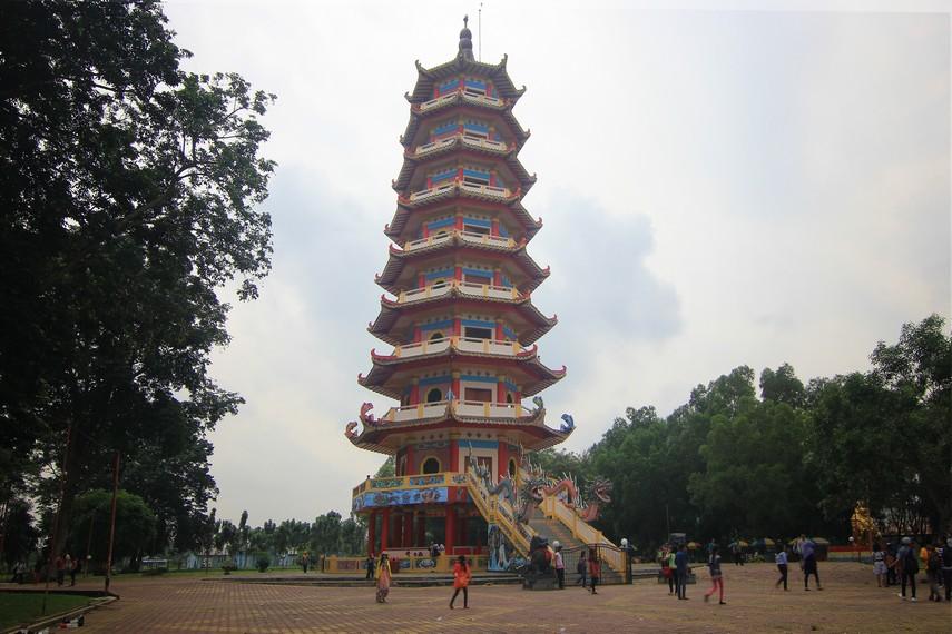 Keberadaan pagoda di Pulau Kemaro menjadi salah satu daya tarik bagi wisatawan yang berkunjung ke pulau ini