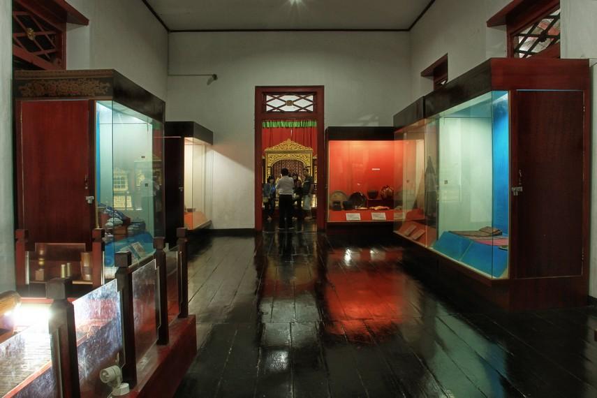 Museum Sultan Mahmud Badaruddin II merupakan tempat yang tepat untuk mempelajari Palembang di masa lalu