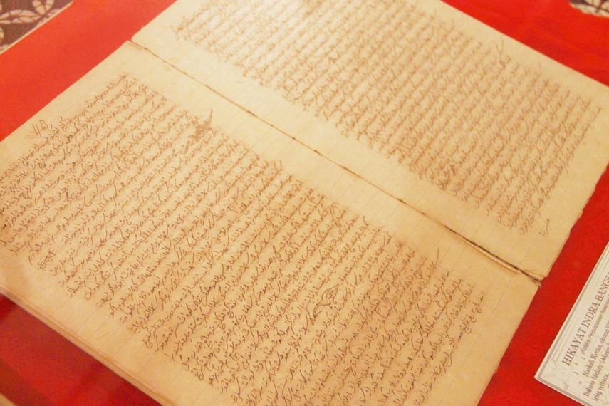 Naskah kuno Hikayat Indra Bangsawan, sebuah prosa bertema petualangan yang ditulis oleh Muhammad Bakir