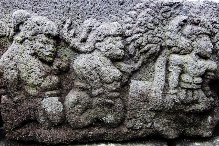 Relief yang mengisahkan 'Samudramanthana' dan 'Garudeya' terdapat di teras keempat