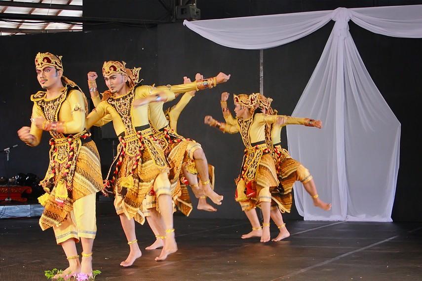Tari Wangsa Suta berasal dari Sukabumi, Jawa Barat