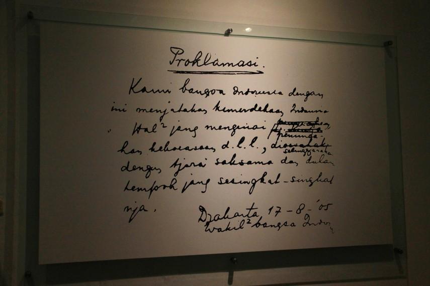 Tulisan tangan proklamasi kemerdekaan Republik Indonesia yang ditulis oleh Soekarno