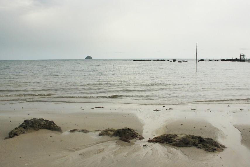 Letaknya yang terpencil membuat pantai ini masih belum banyak terjamah wisatawan
