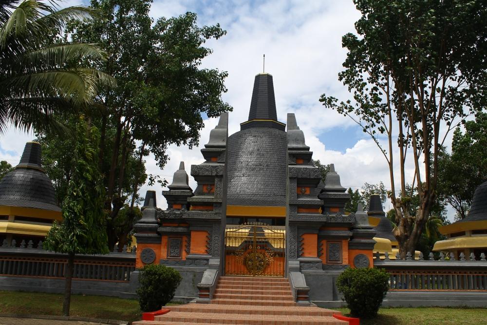 Vihara yang letaknya berada di deretan tempat ibadah yang ada di Taman Mini Indonesia Indah