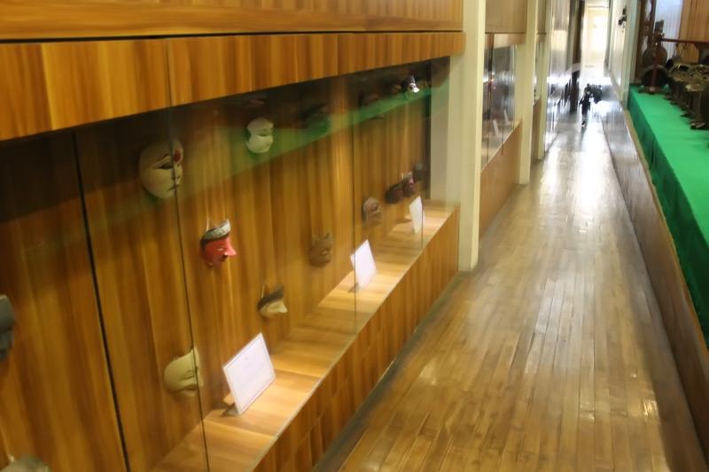 Selain wayang, Museum Wayang juga memiliki koleksi topeng dari seluruh Indonesia
