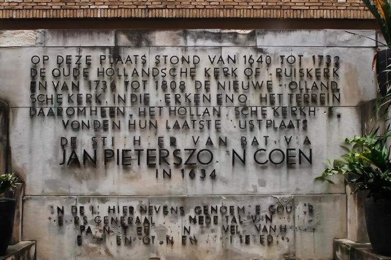 Prasasti Jan Pieterszoon Coen yang ada di halaman tengah Museum Wayang