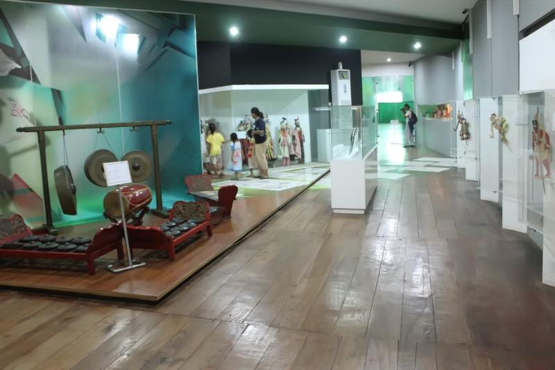 Wayang dan Gamelan yang dipamerkan di Museum Wayang