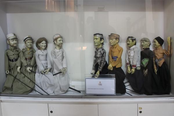 Wayang revolusi, seni wayang khas Betawi yang menjadi salah satu koleksi milik Museum Wayang