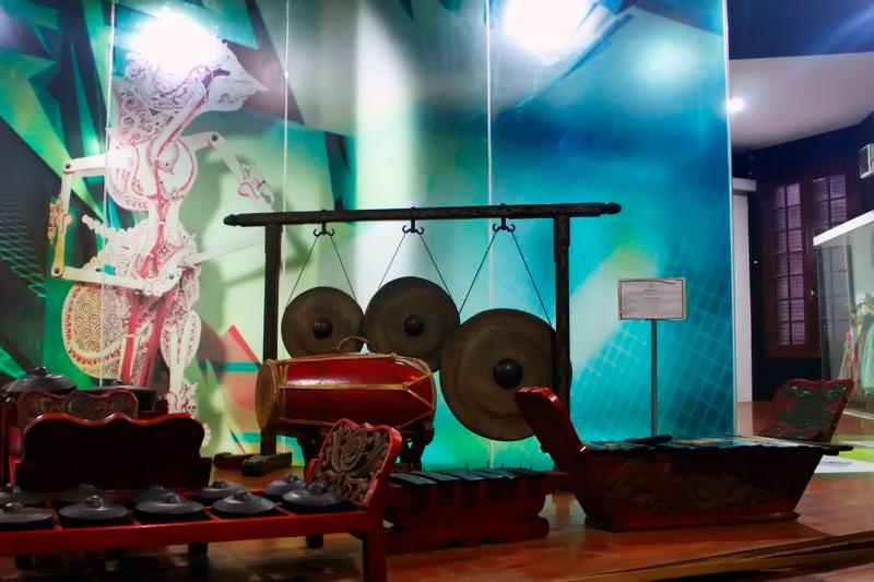 Koleksi satu set gamelan yang dimiliki Museum Wayang