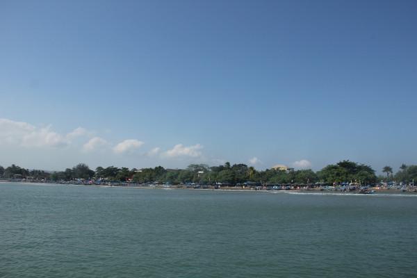 Objek wisata Pantai Pangandaran terletak di kilometer 29 arah selatan Kota Ciamis