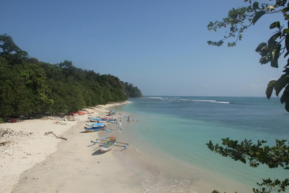 Pantai Pasir Putih dilihat dari kejauhan