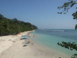 Pantai Pasir Putih, Keindahan Eksotis di Sisi Barat Cagar Alam Pananjung