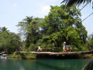 Sasak Gantung, Jembatan Rotan yang Memikat Para Turis