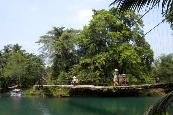 Jembatan Rotan sepanjang 30 meter ini terkenal hingga ke Mancanegara