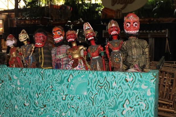 Saung Angklung Udjo juga menyediakan dan mengembangan kesenian tradisional lainnya, salah satunya adalah wayang golek