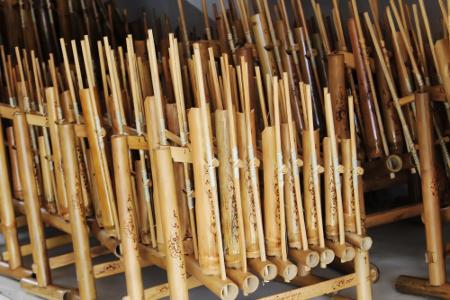 Angklung alat musik yang sudah di akui UNESCO sebagai warisan kebudayaan Indonesia