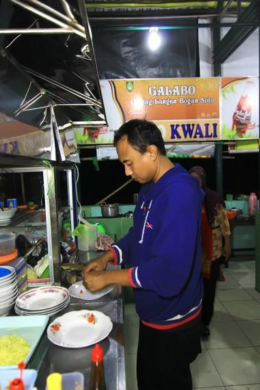 Harga makanan dan minuman yang ditawarkan di sini memang lebih mahal dibanding di tempat lain, tapi masih terjangkau dan sesuai dengan kenyamanan yang ditawarkan