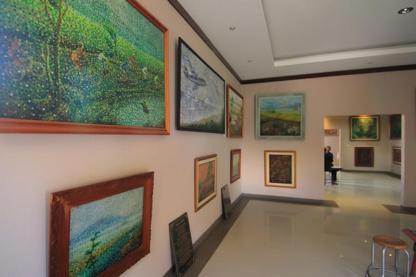 Galeri pameran museum ini terdiri dari gedung dua lantai yang terbagi menjadi beberapa ruang