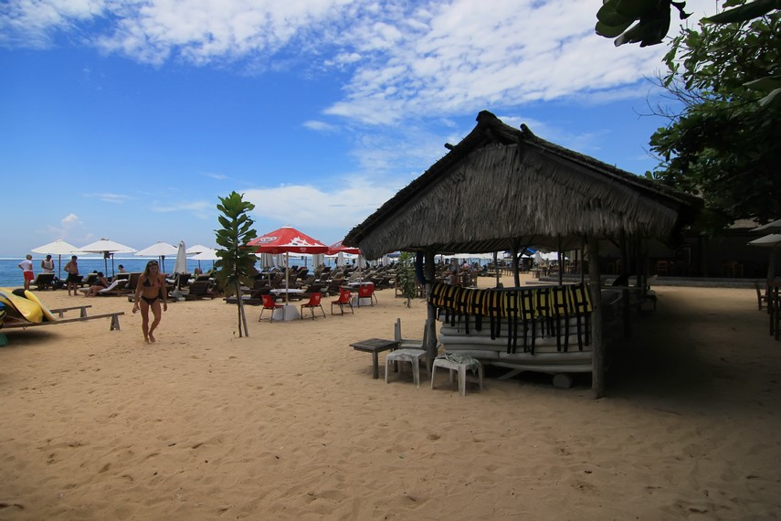Pantai ini dikelola secara swadaya oleh koperasi milik komunitas nelayan setempat