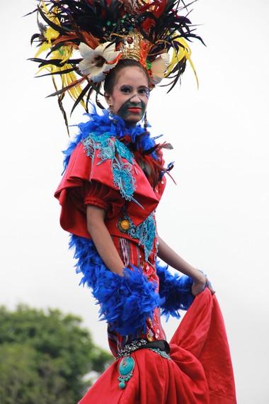 Dalam ajang Erau International Folklore and Art Festival, budaya lokal Kutai bersanding dengan berbagai bangsa