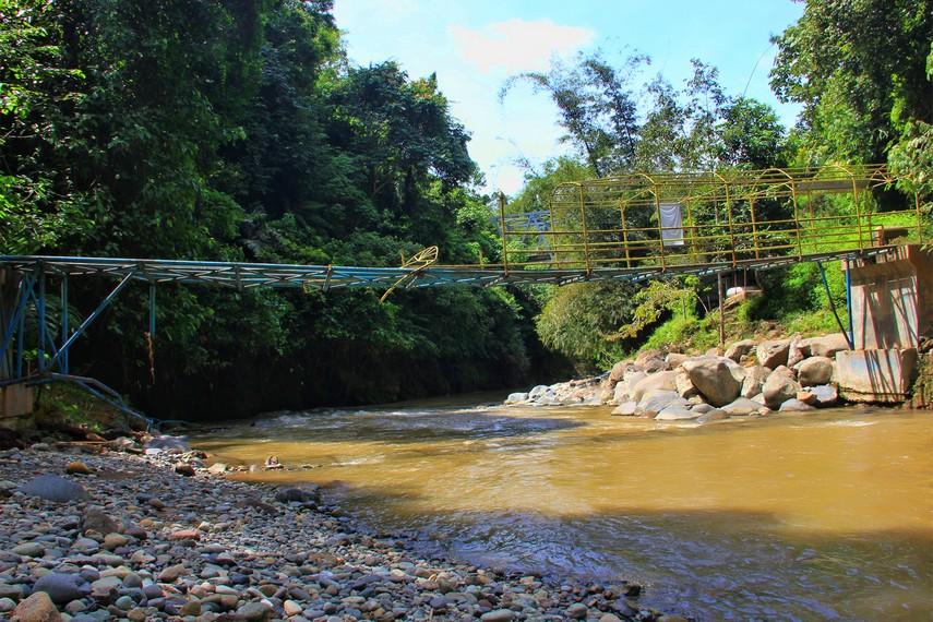 Sungai Air Baru kerap dijadikan lokasi untuk aktivitas arung jeram