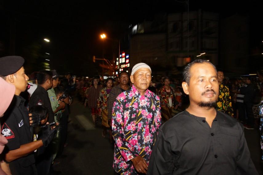 Iring-iringan parade ini berlangsung dari Jalan Slamet Riyadi hingga Jalan Sudirman dan berhenti di depan kantor pos dimana panggung berada