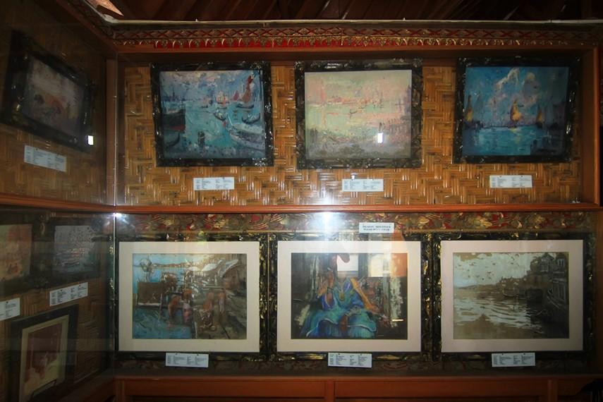 Selain lukisan Le Mayeur di Bali, dipamerkan pula lukisan-lukisannya saat berkelana ke berbagai negara