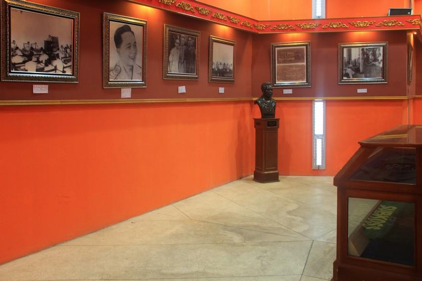 Foto-foto dokumentasi yang terpampang di dinding menjelaskan bagaimana perjuangan rakyat Sumatera Selatan menghadapi agresi militer Belanda