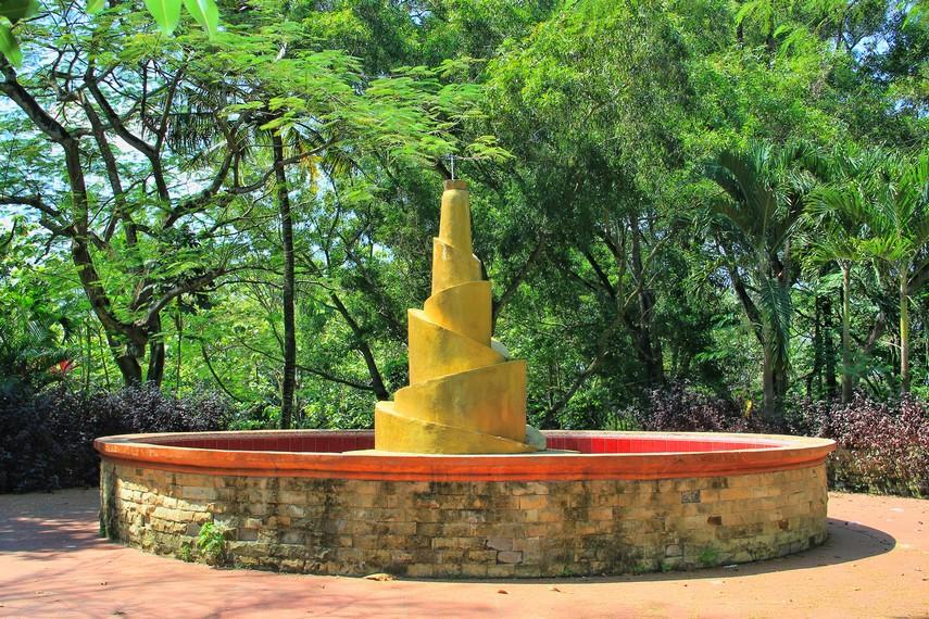 Tugu tunas melambangkan kelahiran kembali yang ada di situs pemakaman Bukit Siguntang