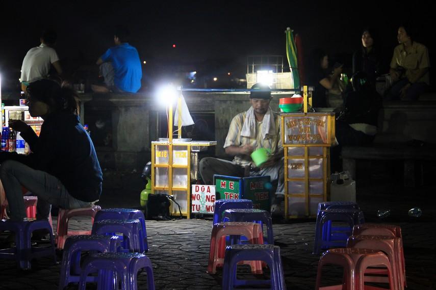 Pasar Malam Sungai Musi menjadi ajang untuk para wisatawan mencicipi semua jenis kuliner khas Palembang