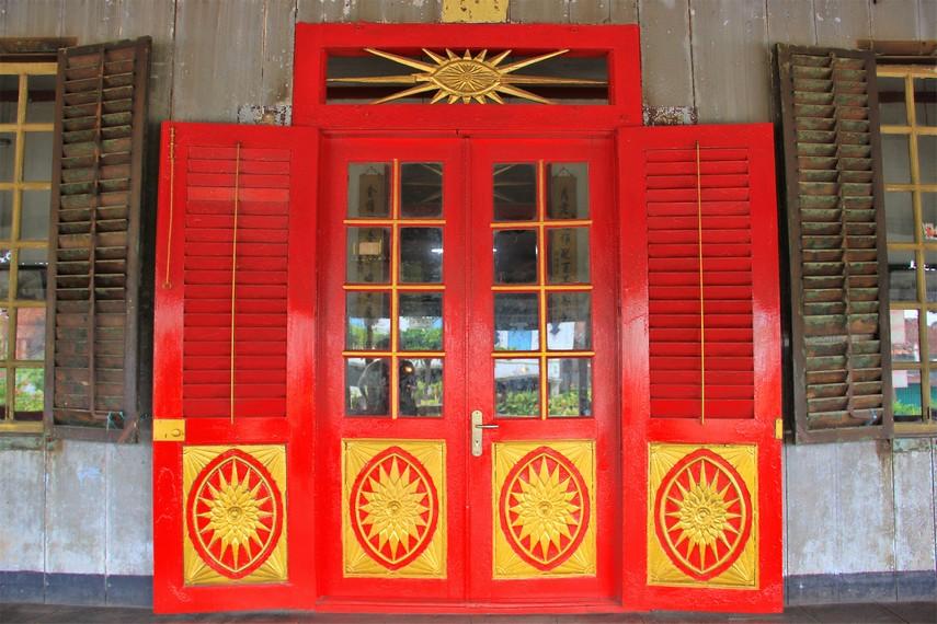 Kampung Kapitan merupakan kawasan pecinan adalah wujud Kota Palembang, yang sejak dulu hidup dalam keberagaman