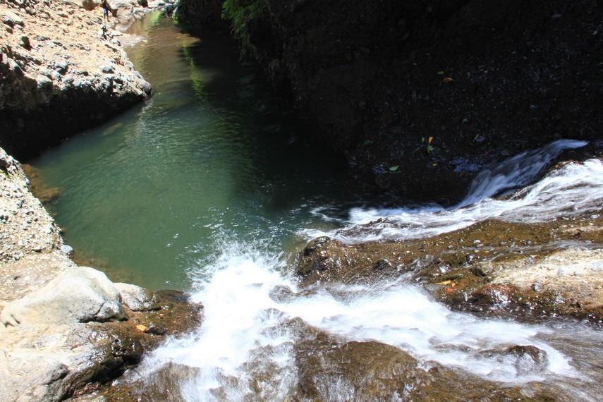 Konon curug ini merupakan tempat mandi dan bersemedi Patih Gajah Mada, selain juga menjadi tempat menyepi dan memperdalam ilmu hingga akhir hidupnya