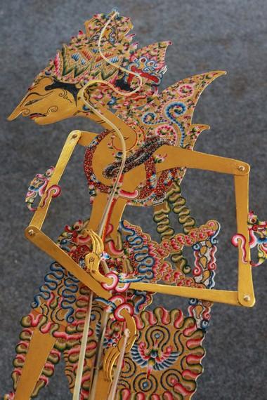 Wayang kulit memiliki ciri khas tersendiri dibandingkan dengan seni pertunjukkan boneka dari negara lain