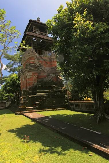 Balai Kulkul di sisi barat Pura Taman Ayun. Di sini, pengunjung dapat naik dan melihat pemandangan utuh kompleks ini