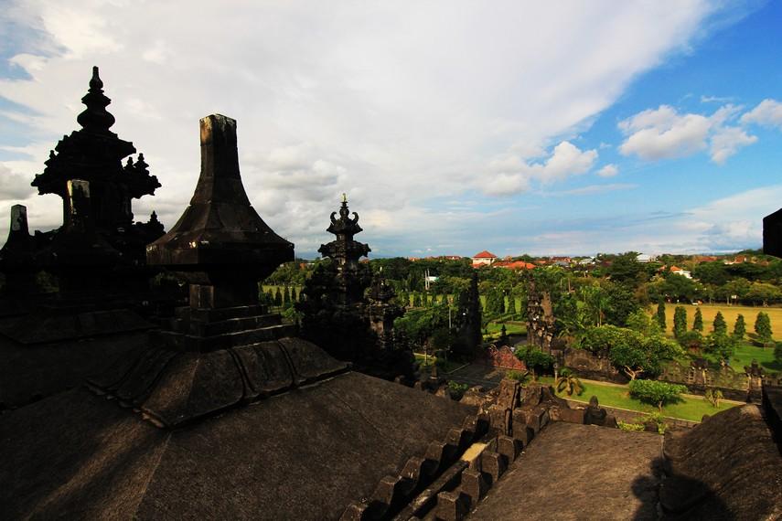 Panorama Kota Denpasar dari pelataran lantai dua Monumen Bajra Sandhi