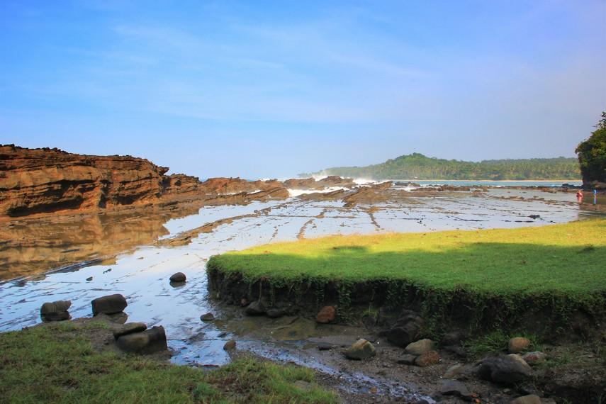 Karang Taraje menjadi salah satu tempat terbaik bagi mata lensa kamera fotografer baik dari dalam maupun luar negeri