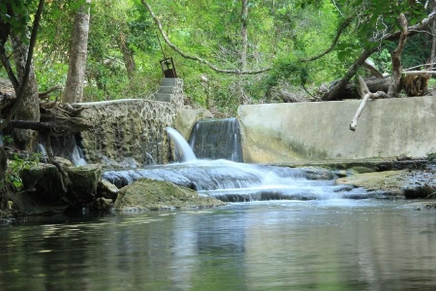 Menurut masyarakat sekitar, air terjun ini dulu dihuni oleh sekelompok buaya sungai